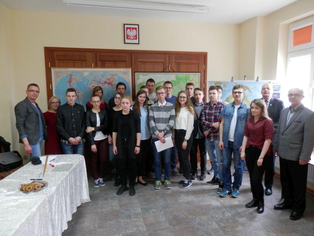 """IX Powiatowy Konkurs Geograficzny """"Mistrz Mapy"""""""