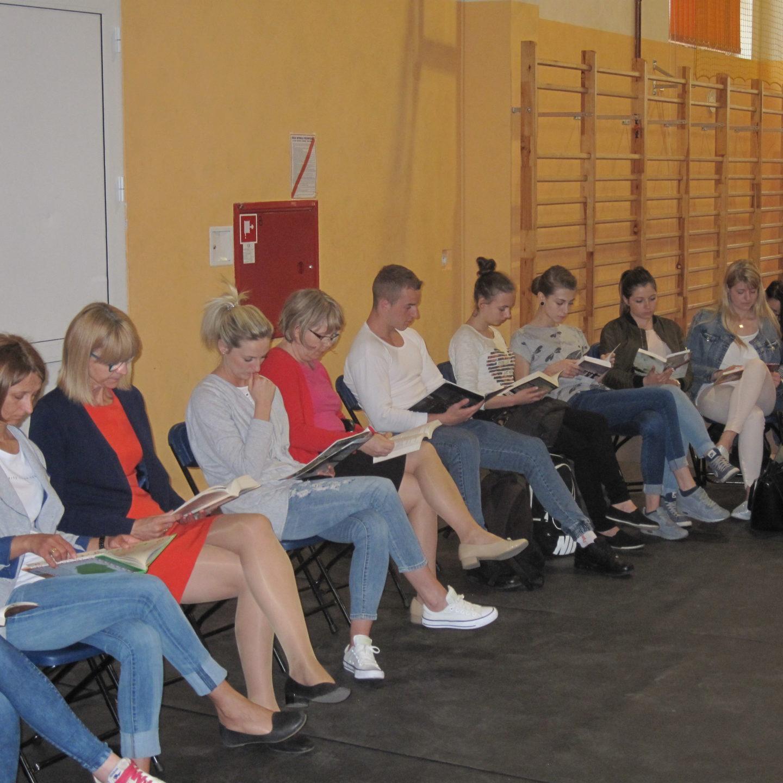 Wspólne czytanie w Zespole Szkół