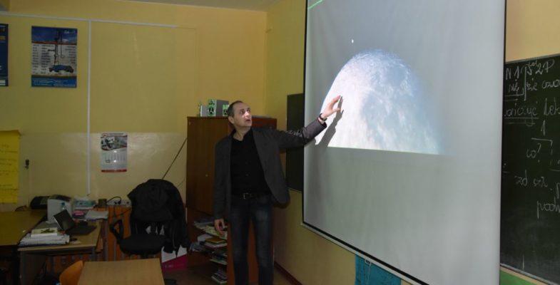 Prelekcja astronomiczna w Gimnazjum w Książkach
