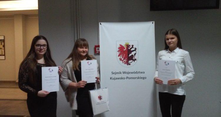 Finalistki Wojewódzkiego Konkursu Wiedzy o Samorządzie Terytorialnym