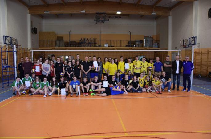 Rejonowy Turniej Piłki Siatkowej o Puchar Dyrektora Zespołu Szkół w Jabłonowie Pom.