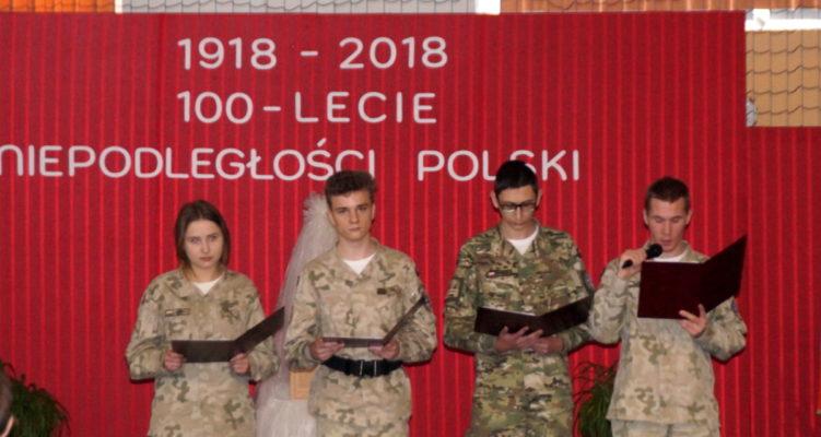 Uroczyste obchody stulecia odzyskania niepodległości w Zespole Szkół w Jabłonowie Pom.