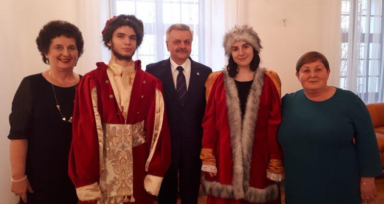 Uczniowie Zespołu Szkół im. Komisji Edukacji Narodowej na obchodach stulecia służb sanitarnych w Polsce