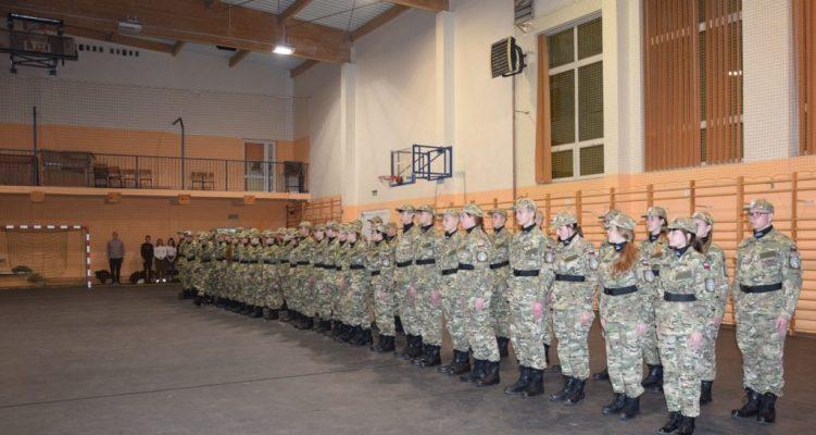 Dzień Mundurowca  w Zespole Szkół w Jabłonowie Pomorskim